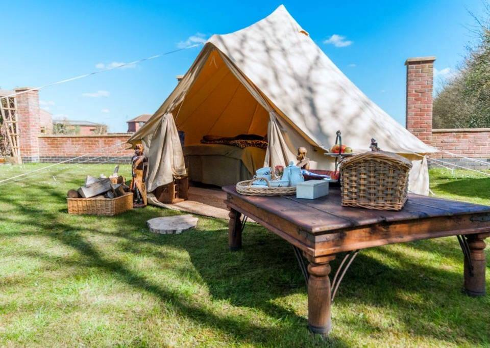 Bell Ten Honey Moon Suite Glamping in Lincolnshire